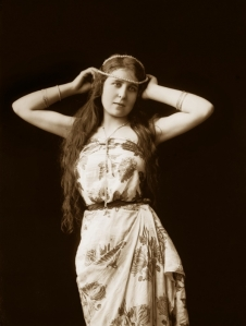 9_Ritratto di giovane donna, 1905 ca., Archivi Alinari